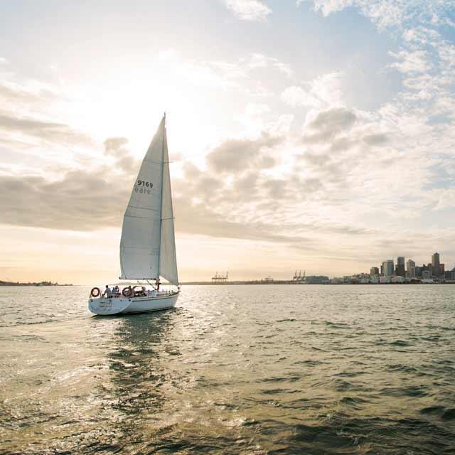 Voile dans le Port d'Auckland voyage en Nouvelle-Zélande
