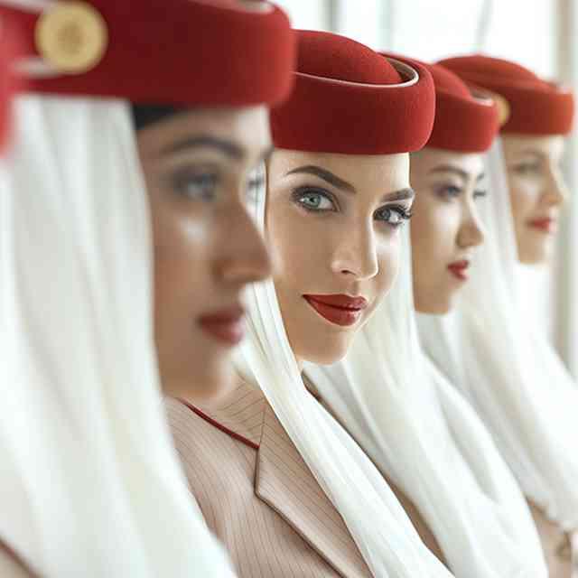 Equipe d'hôtesses de l'air de la compagnie aérienne Emirates
