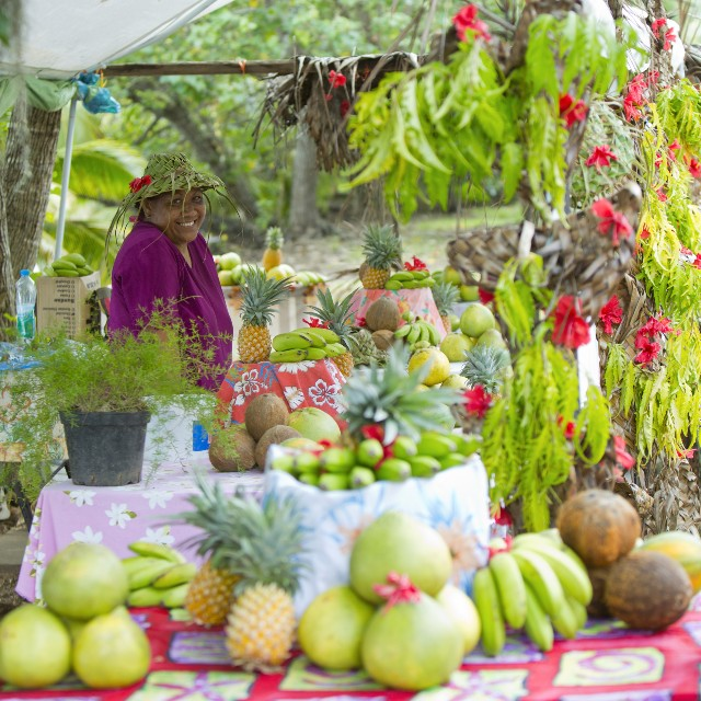 Voyage à la carte Tahiti et ses îles - sourire et marché coloré